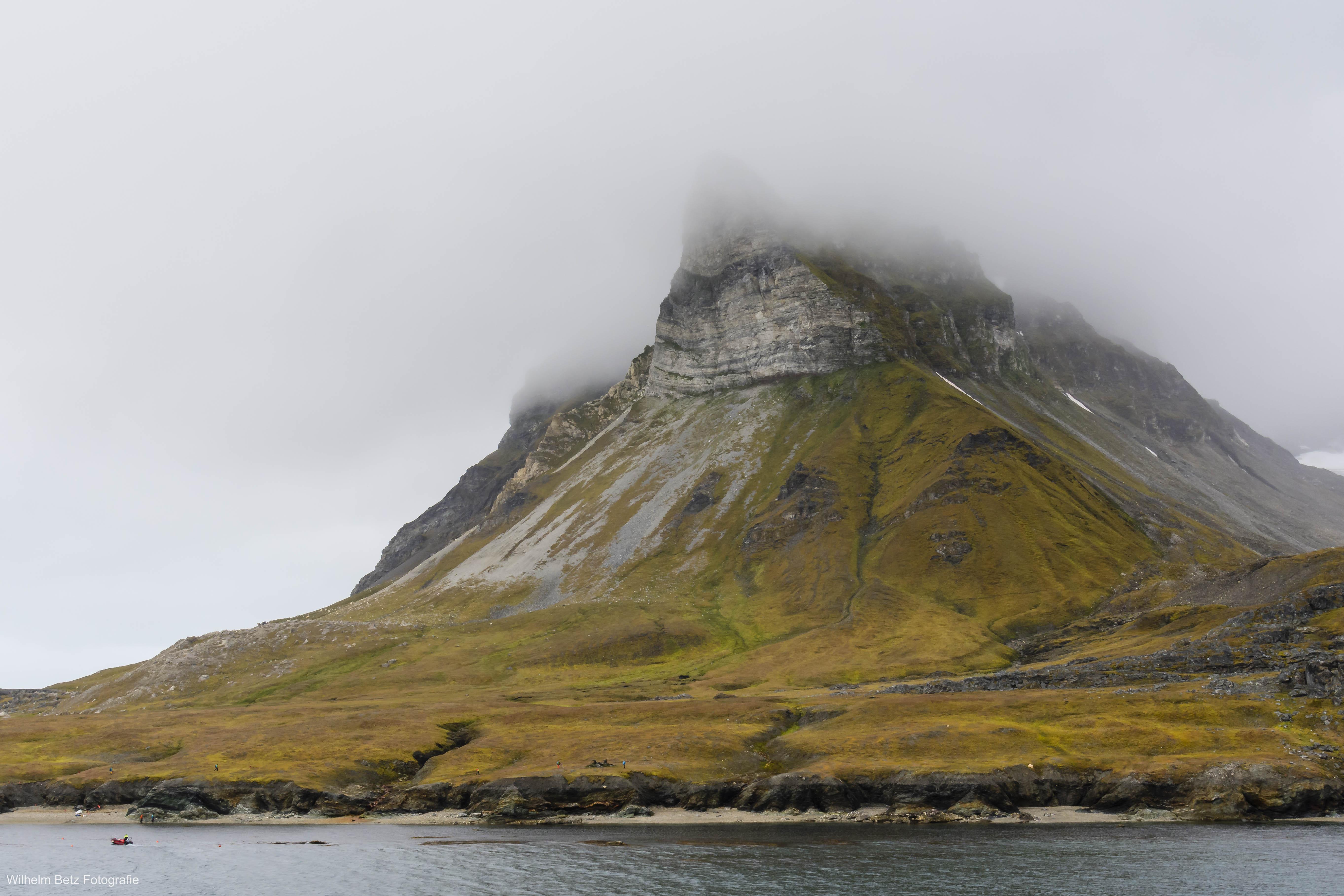 Alkhornet, der markante Berg auf dem Weg nach Longyearbyen