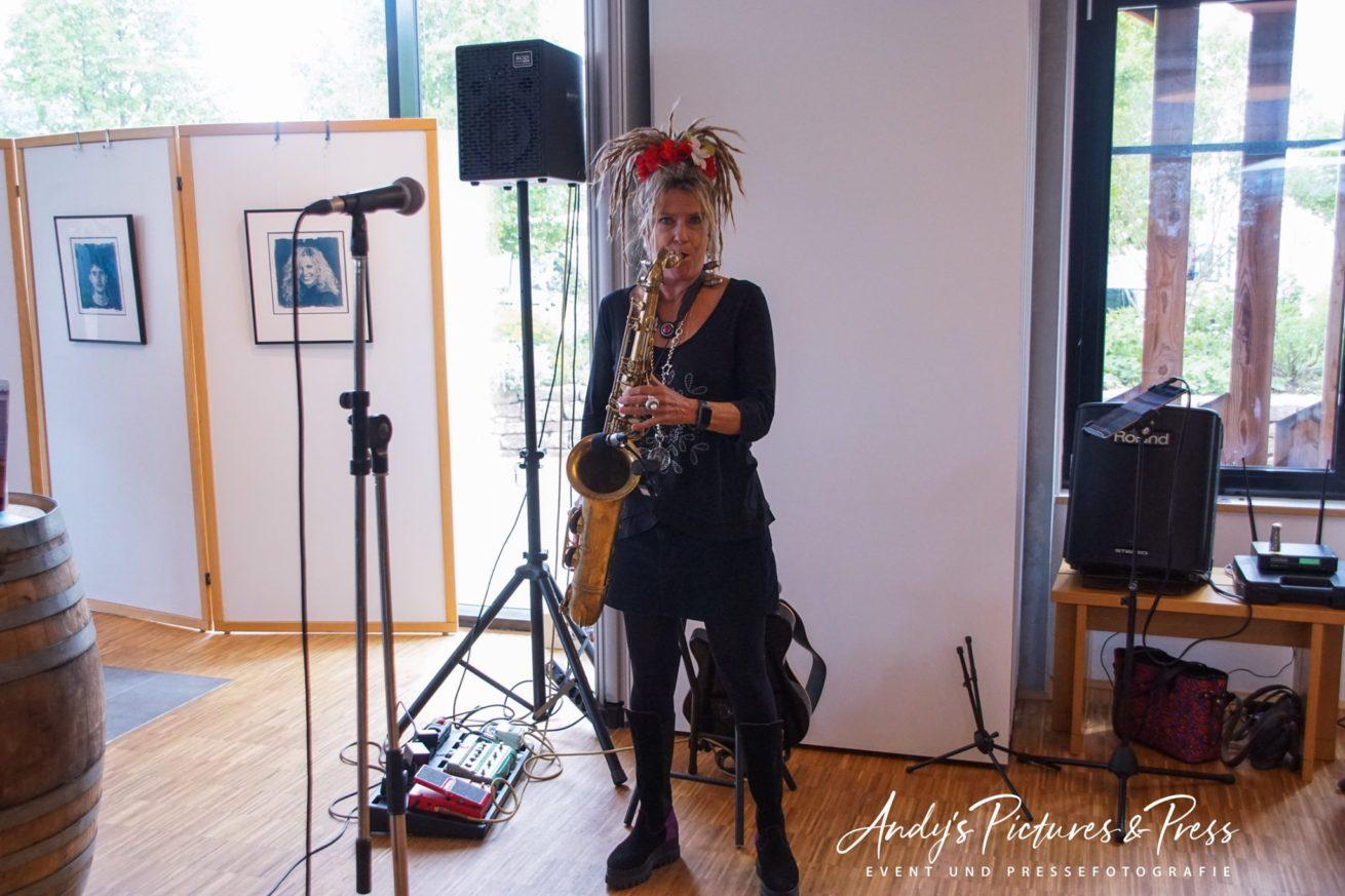 Musikalisches Opening mit Moni Ramoni